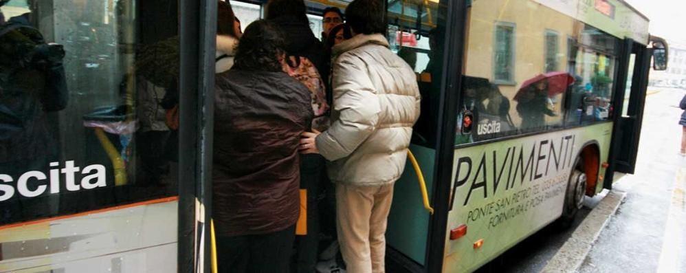 Trasporto pubblico, passeggeri in calo Legambiente: «Agenzie? Inutili scatoloni»