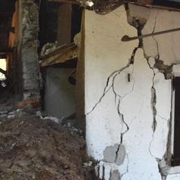 Frana a Piazza Brembana: 7 sfollati  Tre case inagibili, sfondata una casa - foto