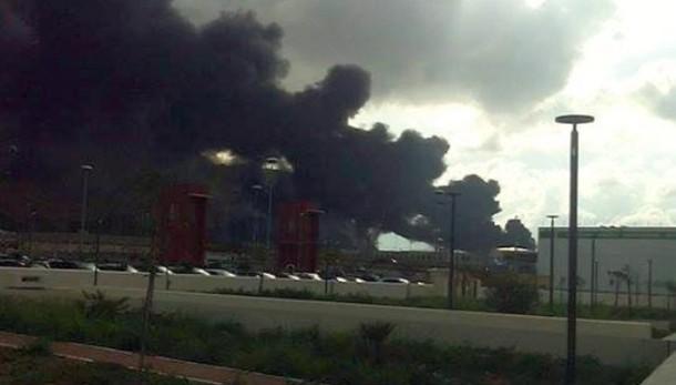 Incendio in deposito carburante Palermo