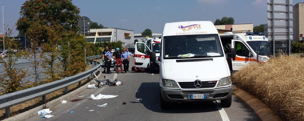 Romano, ciclista urtato da un furgone Fatale l'impatto con il guardrail - Foto