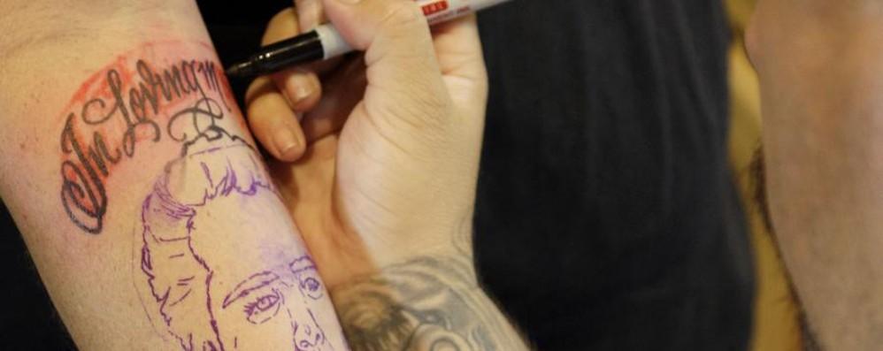 Tatuaggi, microbi e funghi nei pigmenti Giro di vite del ministero della Salute