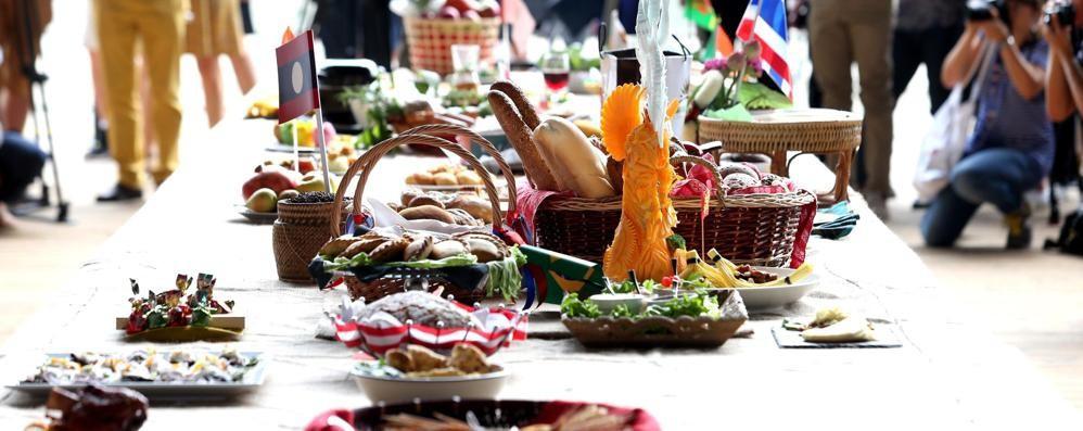 Il grazie di tutte le fedi al pane sulla tavola