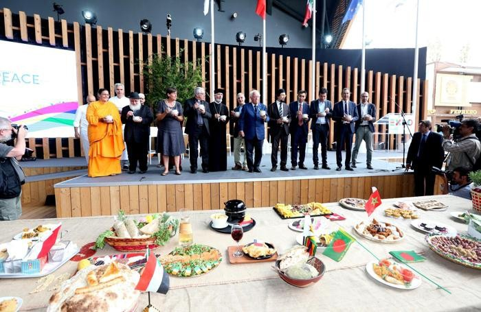 Un momento dell'incontro 'Il Cibo dello Spirito' tra i rappresentanti delle maggiori religioni mondiali  ANSA/ DANIELE  MASCOLO