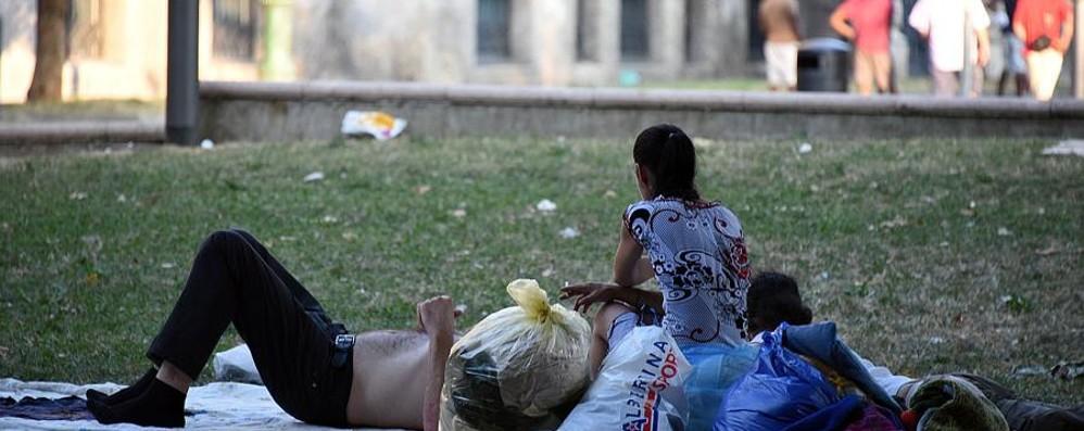 La prende a schiaffi e le ruba le scarpe Bloccato in piazzale Alpini dai carabinieri