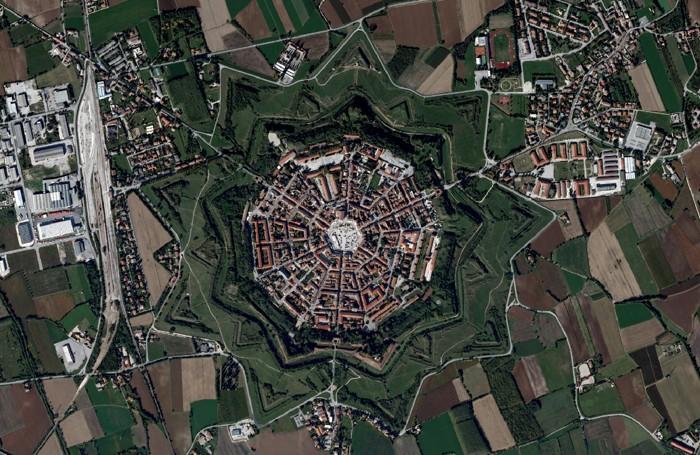 Una foto aerea di Palmanova