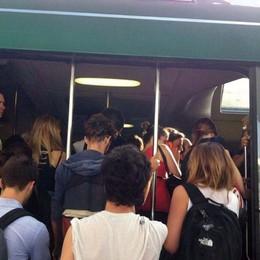 La beffa: «Arriviamo trafelati al binario il treno è lì ma non apre le porte e parte»