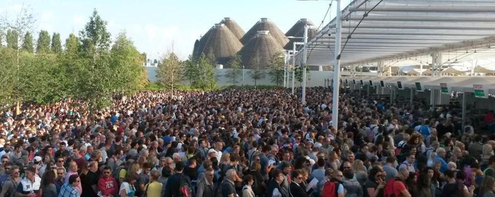 Expo, nuovo boom di visitatori - Foto Attesa di 7 ore per  vedere il Giappone