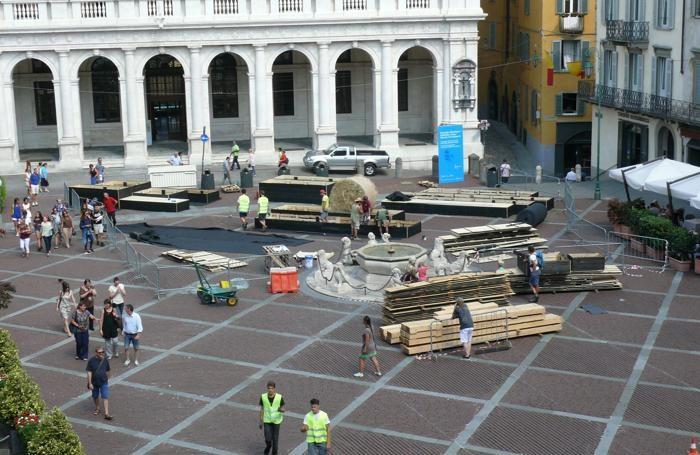 Al lavoro in piazza Vecchia