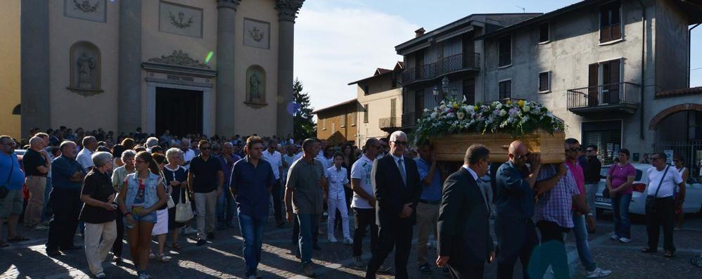 Pontirolo, migliaia ai funerali di Angelica Una fede salda, grande e profonda