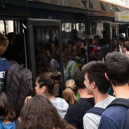 Scuolabus fai da te: sale la polemica Nella Bassa c'è da anni, ma in Valle stop
