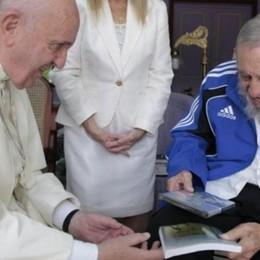 «Un pezzettino di me nel libro del Papa a Fidel»