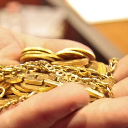 Rubavano oro e gioielli e li fondevano Rivendendoli a Compraoro compiacenti
