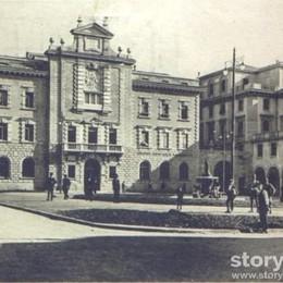 Anni 20, quando in piazza Dante non c'erano alberi (e nemmeno auto)