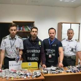 Orio, sequestrati 1.300 orologi «patacca» Denunciati 2 senegalesi in arrivo da Atene