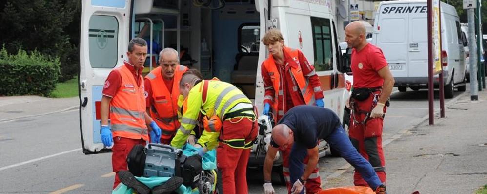 Gravissimo un operaio 41enne Cede controsoffitto nel Milanese