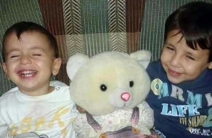 Aylan Kurdi di 3 anni con il fratellino di 5 anni, entrambi morti annegati