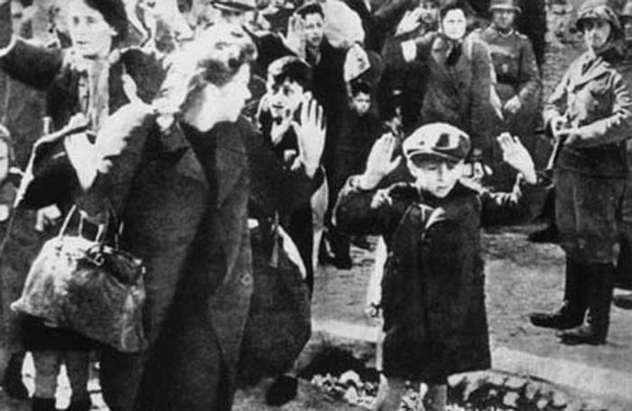 La foto del bimbo ha indignato il mondo Morti anche la mamma e il  fratellino - Cronaca, Mondo