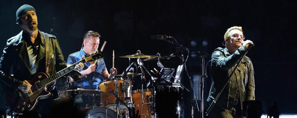Bono, leader degli U2, domenica all'Expo per la lotta alla fame. Martina: «Un onore»