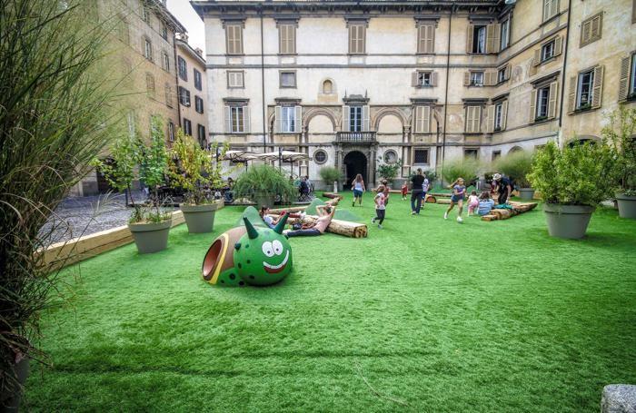 Piazza Mascheroni: qui i giochi per i bambini