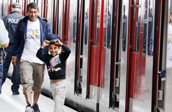 L'arrivo dei profughi, soprattutto siriani, alla stazione ferroviaria di Monaco