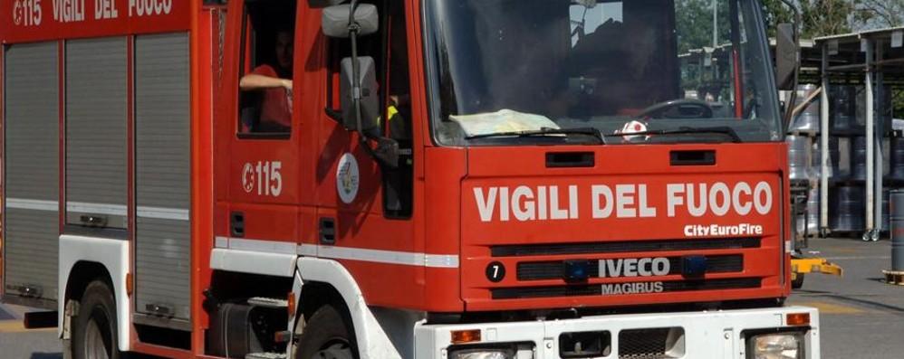 Incendio in cascina a Fara Olivana In fiamme 600 quintali di fieno