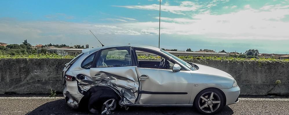 Scontro tra 3 auto sull'Asse interurbano Traffico in tilt a Campagnola -Video