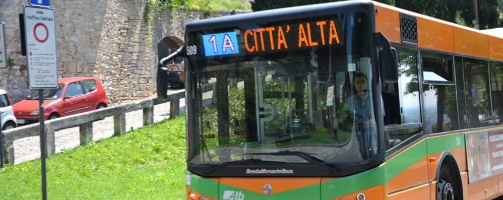 Caccia al biglietto per l'autobus Atb: «Si possono comprare on line