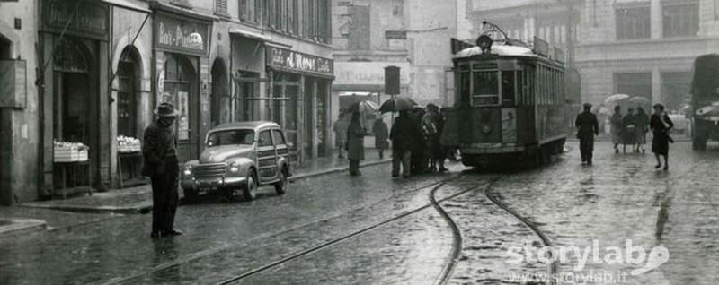 Quel tram in via quarenghi tra negozi ed eleganti palazzi for Negozi di arredamento bergamo