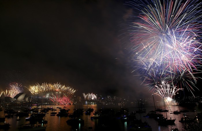 Fuochi d'artificio all'Opera House e all' Harbour Bridge di Sydney in Australia
