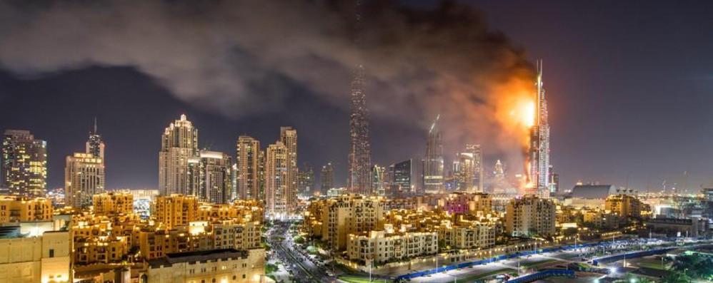 Capodanno nel mondo: le immagini Paura a Dubai, grattacielo in fiamme