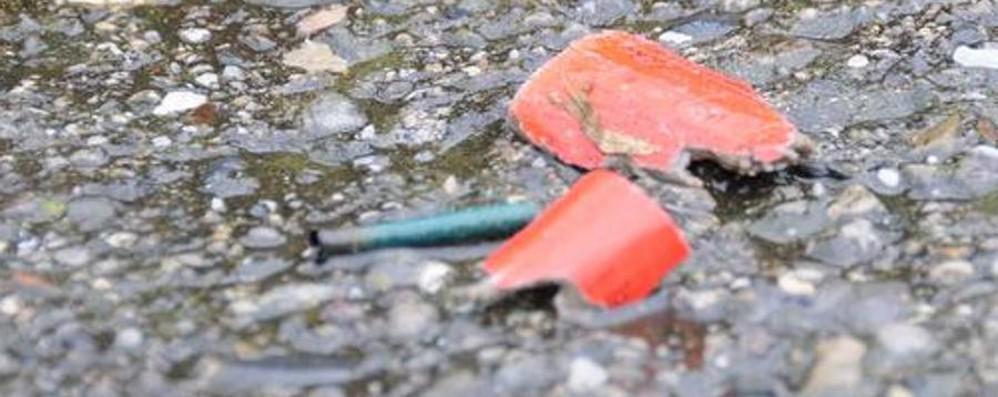 Raccoglie un petardo in strada Ragazzino ferito dallo scoppio