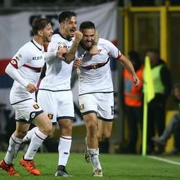 La gioia dei giocatori del Genoa dopo il secondo gol