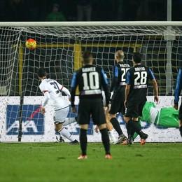 Dzemaili segna il primo gol del Genoa al 34' st
