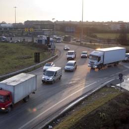 Rotatoria A4, tra pericoli e traffico Lo studio: 70 mila passaggi al giorno