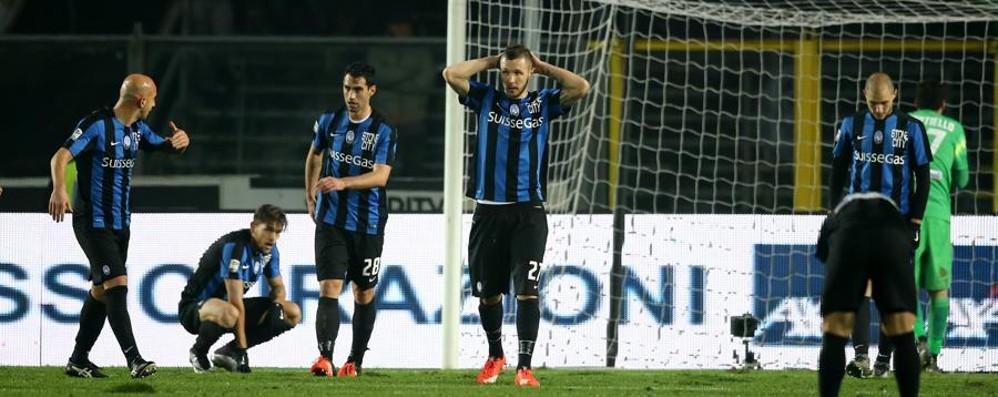 Atalanta, un disastro al Comunale Quarto ko di fila contro il Genoa: 0-2