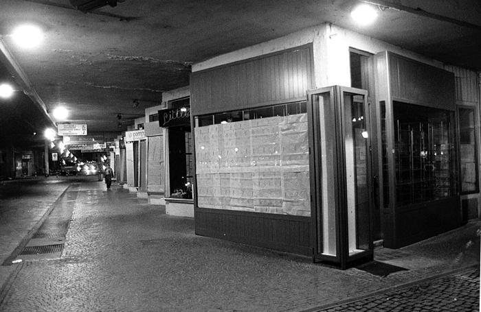 Una vecchia foto dei negozi alle Autolinee degli anni Novanta