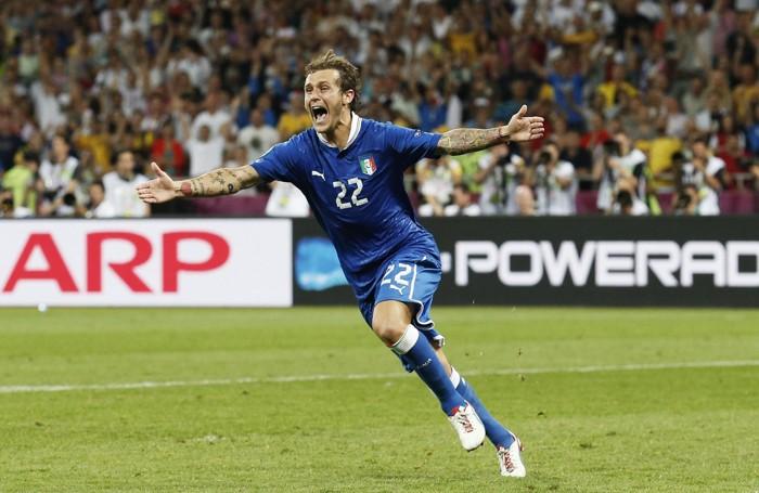 La gioia di Diamanti dopo aver segnato il gol decisivo nella lotteria dei rigori contro l'Inghilterra nei quarti dell'Europeo 2012