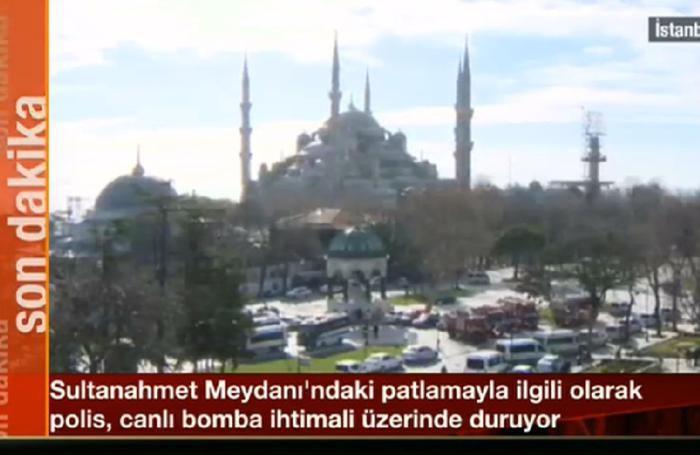 I Soccorsi sul luogo dell'attentato avvenuto questa mattina nel centro di Istanbul, non lontanto dalla Moschea Blu