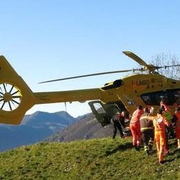 Colpito da una roccia mentre lavorava Oneta, 35enne in prognosi riservata