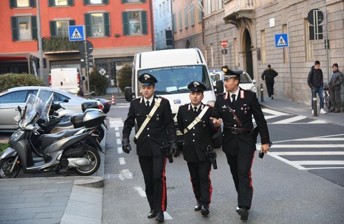 Carabinieri in via Borfuro