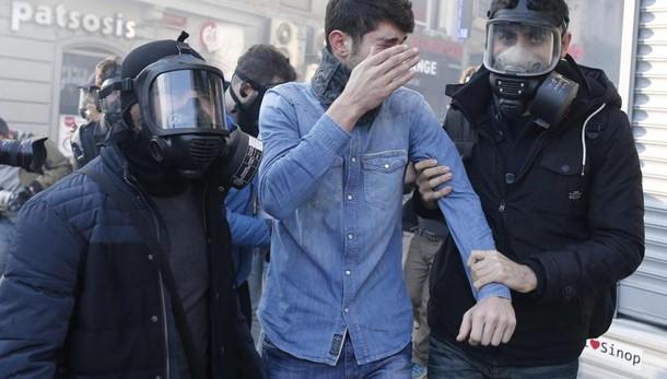 Turchia: appello pace curdi, 12 arresti