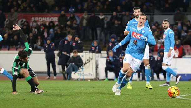 Calcio: Napoli-Sassuolo 3-1, Inter a -4