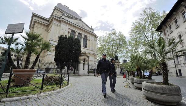 Papa in Sinagoga, scatta la 'zona rossa'