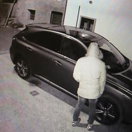 Clusone, il vandalo risarcisce i suoi vicini «Gomme tagliate, mi divora la vergogna»