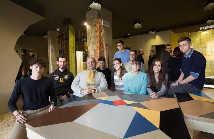Angelo Carrara e gli studenti del Natta del gruppo SolarLab