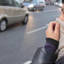 Auto a 30 all'ora e meno 2 gradi in casa Misure antismog, è  polemica - Video