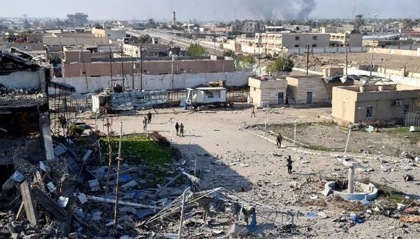 Isis: ancora scontri a Ramadi, kamikaze