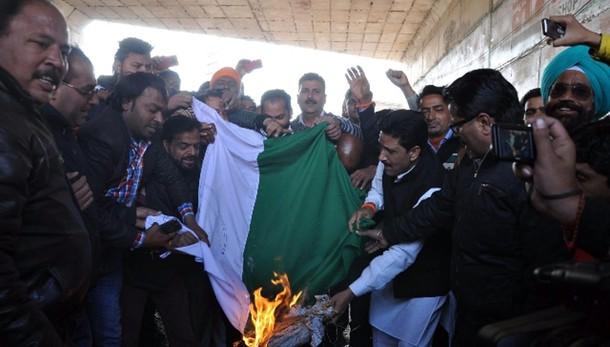 Pakistan condanna attacco a base India