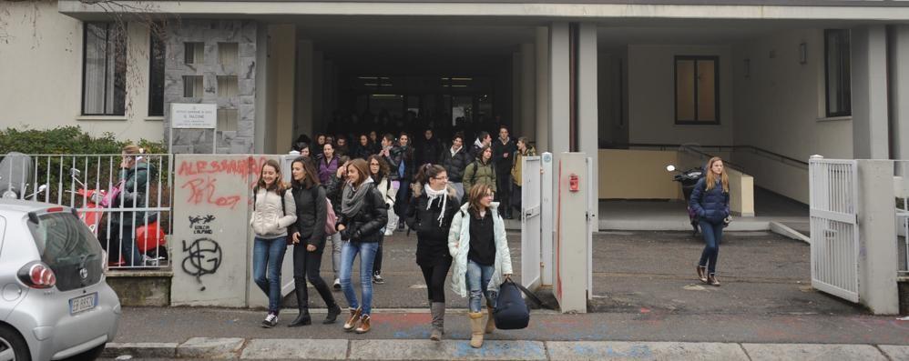 Un mondo di lingue (meno) straniere con i progetti del liceo «Falcone»