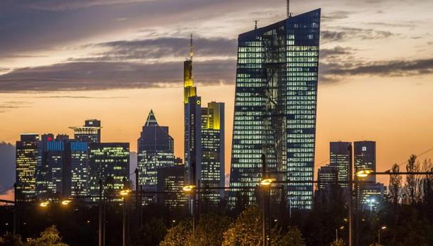 Cambi: euro in calo a 1,0821 dollari